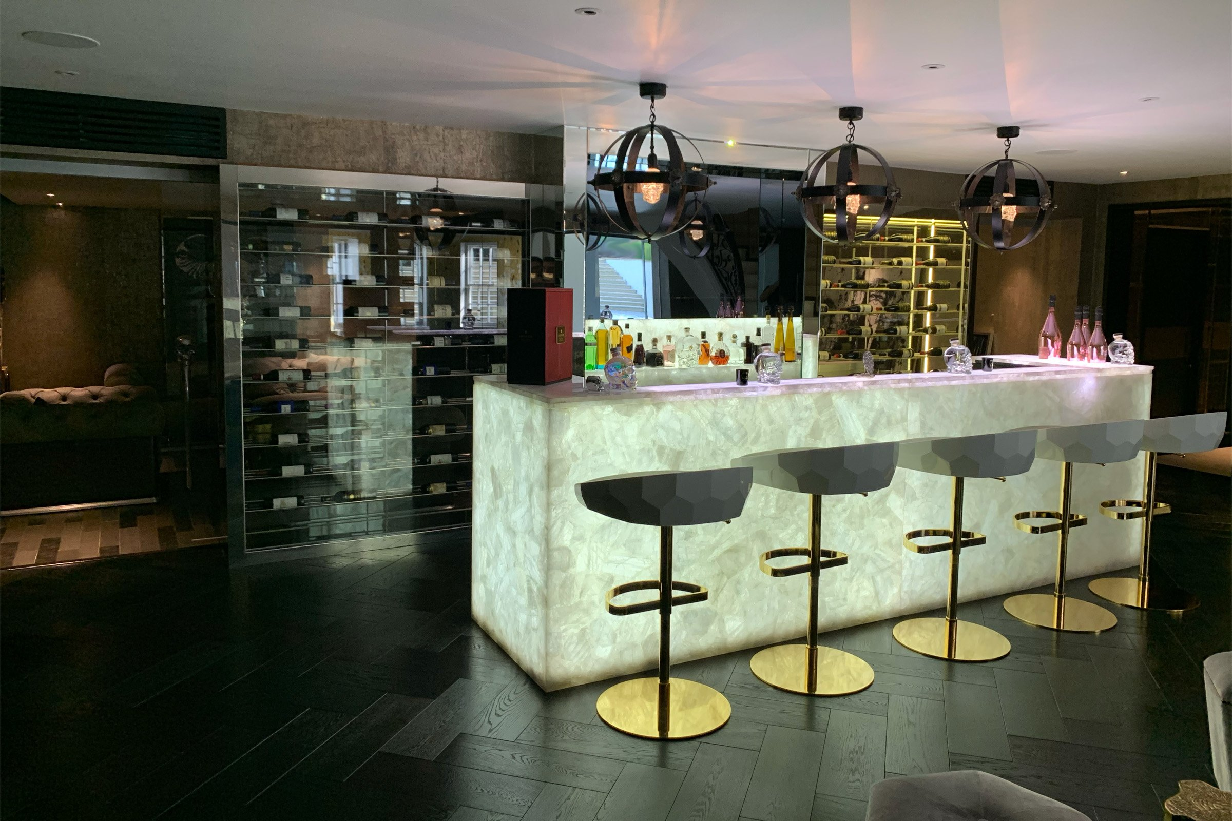 Home bar with Lutron lighting